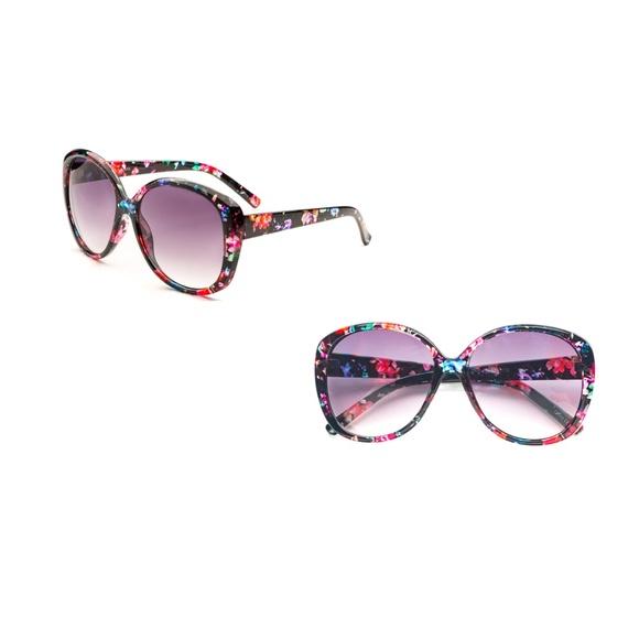 dcfcb0bb077 Woman Fashion Oversized Oval Sunglasses P2419. Boutique. Pop Fashionwear.  M 5bc8f42af63eeabaf4ccc4c4. M 5bc8f42af63eeabaf4ccc4c4